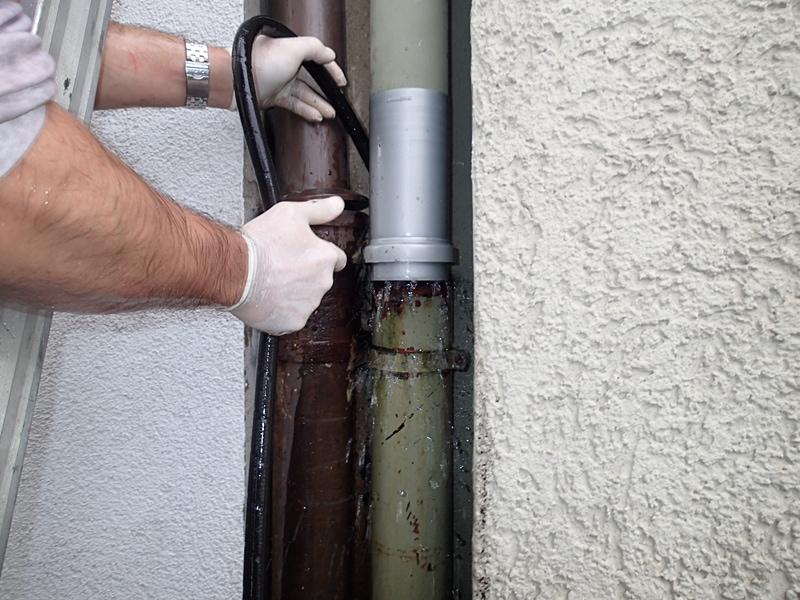 Rohrreinigungsnotdienst in Bochum bei verstopften Rohr, Toilette verstopft, Rohrbruch, Wurzeleinwuchs. 365 Tage im Jahr 24 Stunden erreichbar.